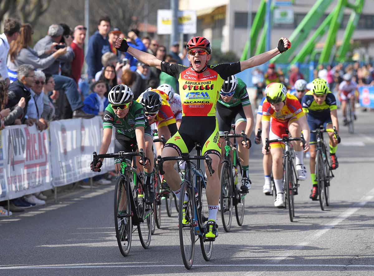 Luca Rezzaghi vince a Camignone