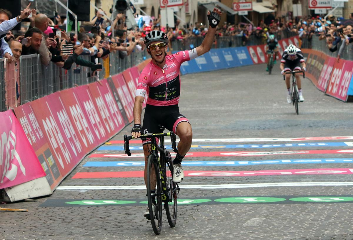 Seconda vittoria di Simon Yates al Giro d'Italia 2018 a Osimo