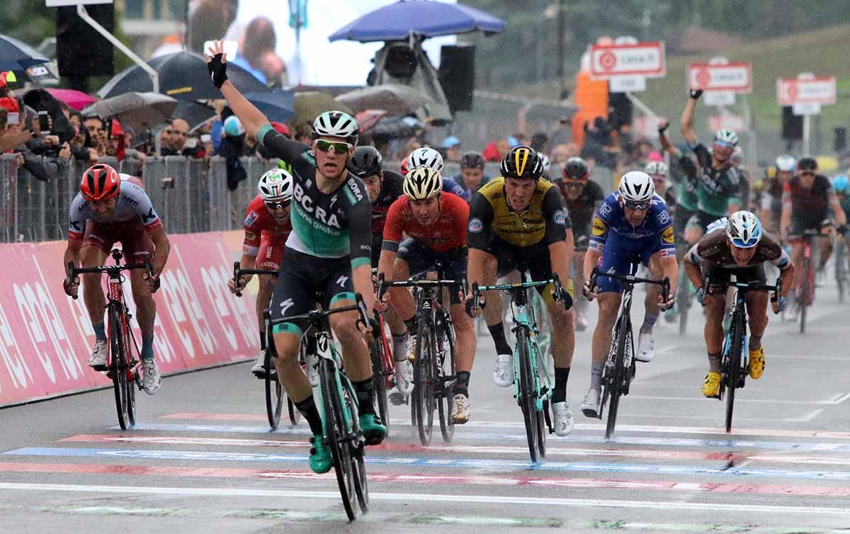 Sam Bennett vince la dodicesima tappa del Giro d'Italia 2018