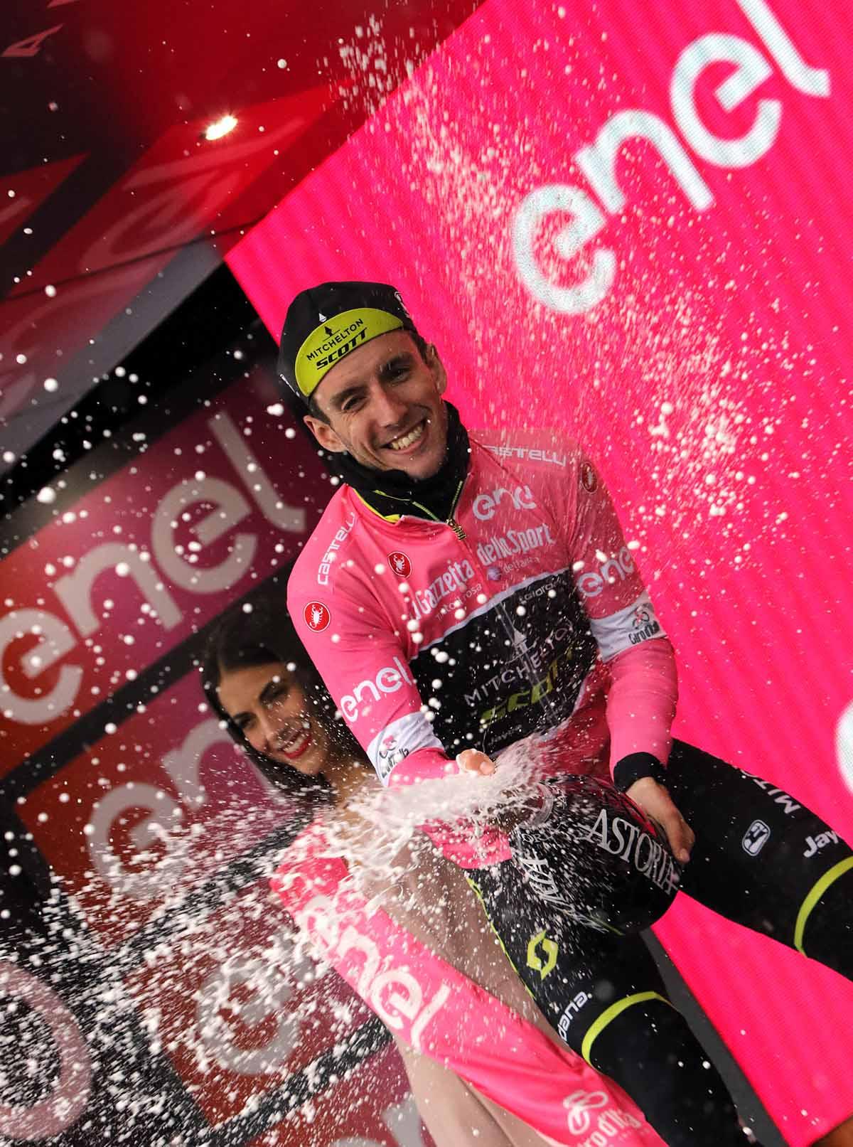 Simone Yates festeggia ad Imola un altro giorno in maglia rosa