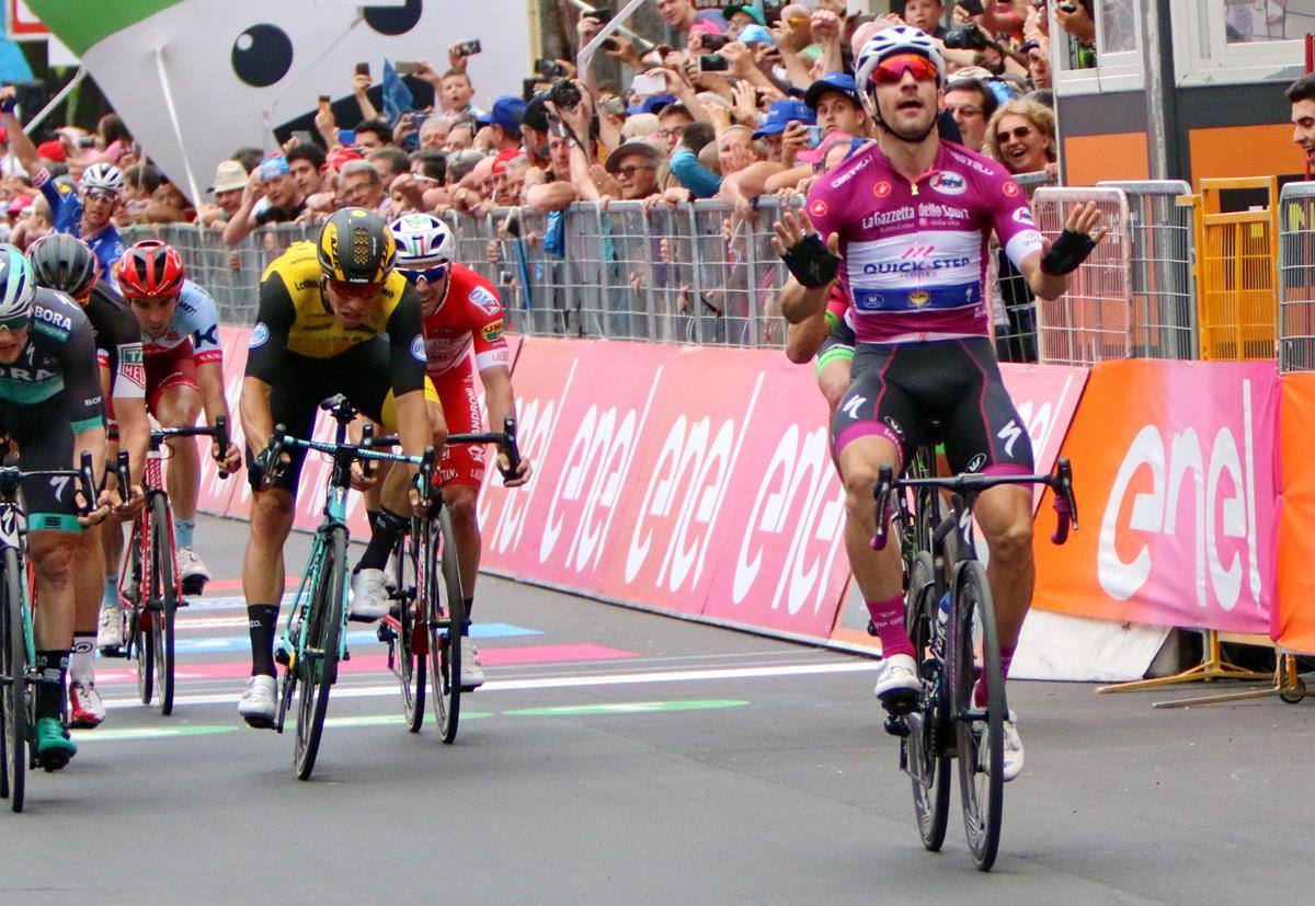 Elia Viviani vince la sua terza tappa al Giro d'Italia a Nervesa della Battaglia