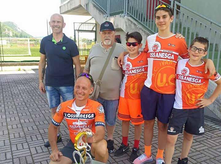 L'Uc Ossanesga festeggia la vittoria di Matteo Carissimi a Nuvolento