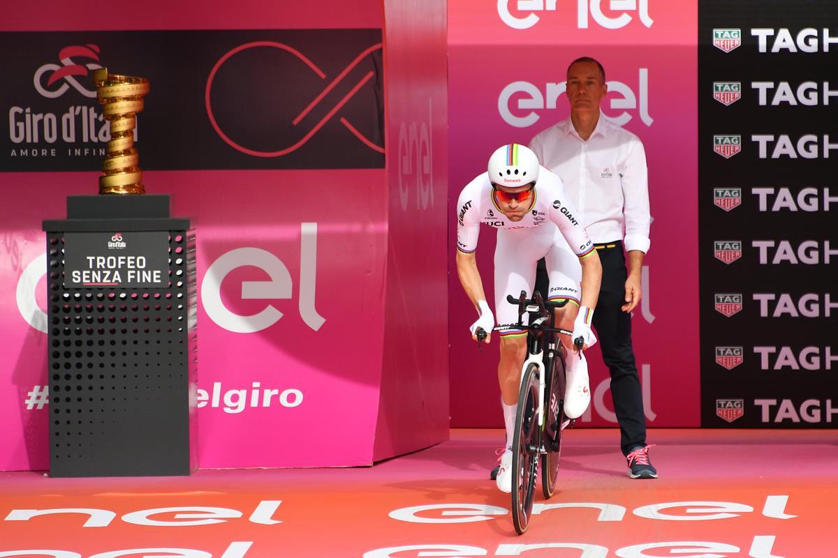 Tom Dumoulin vince la prima cronometro del Giro d'Italia 2018