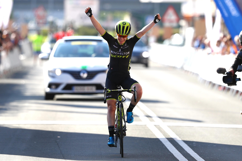 Amanda Spratt vince la quarta tappa della Emakumeen Bira
