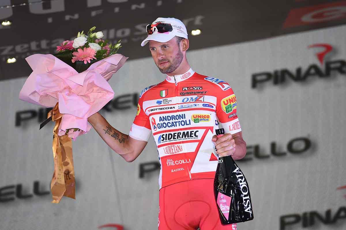 Marco Frapporti premiato come re delle fughe del Giro 101
