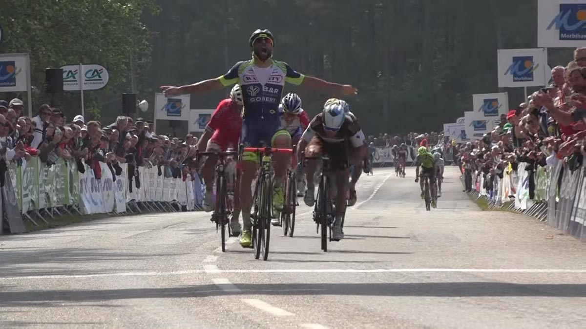 Andrea Pasqualon vince il Grand Prix de Plumelec-Morbihan