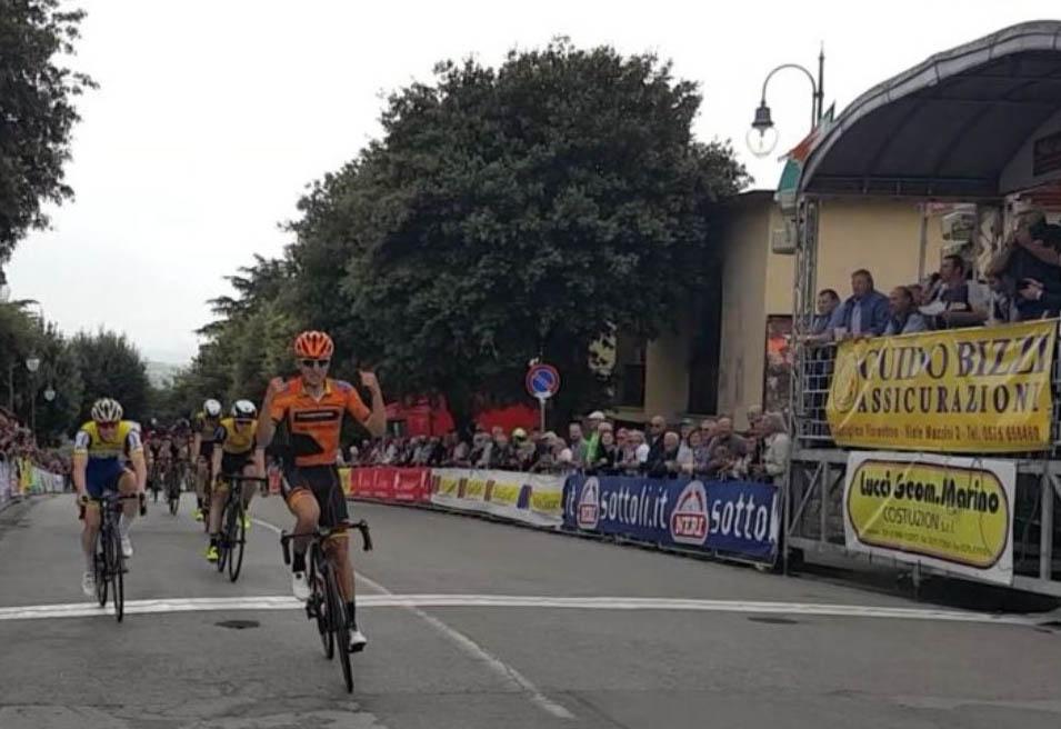 Simone Piccolo vince a Castiglion Fiorentino