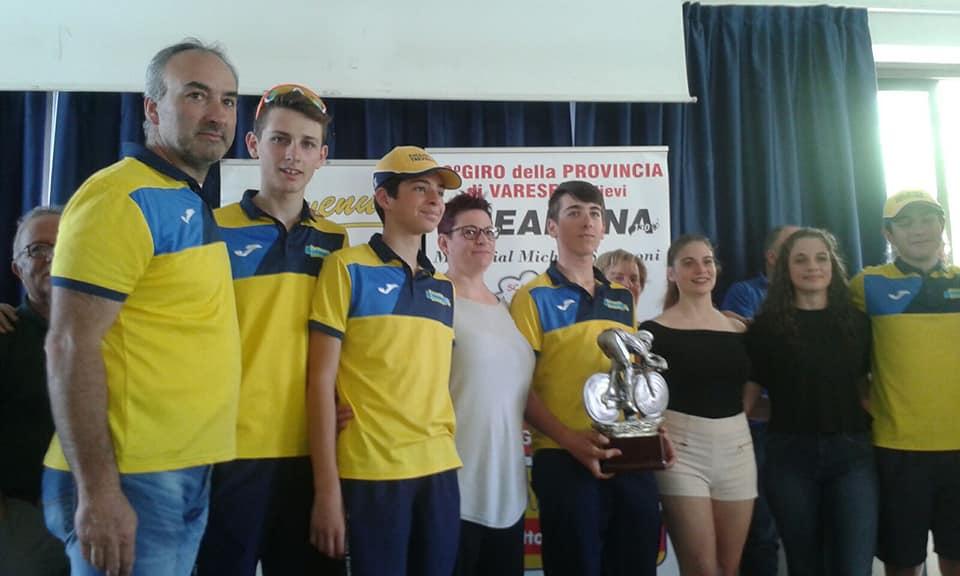Festa della Ciclistica Trevigliese a Comerio per la vittoria di Massimiliano Pini