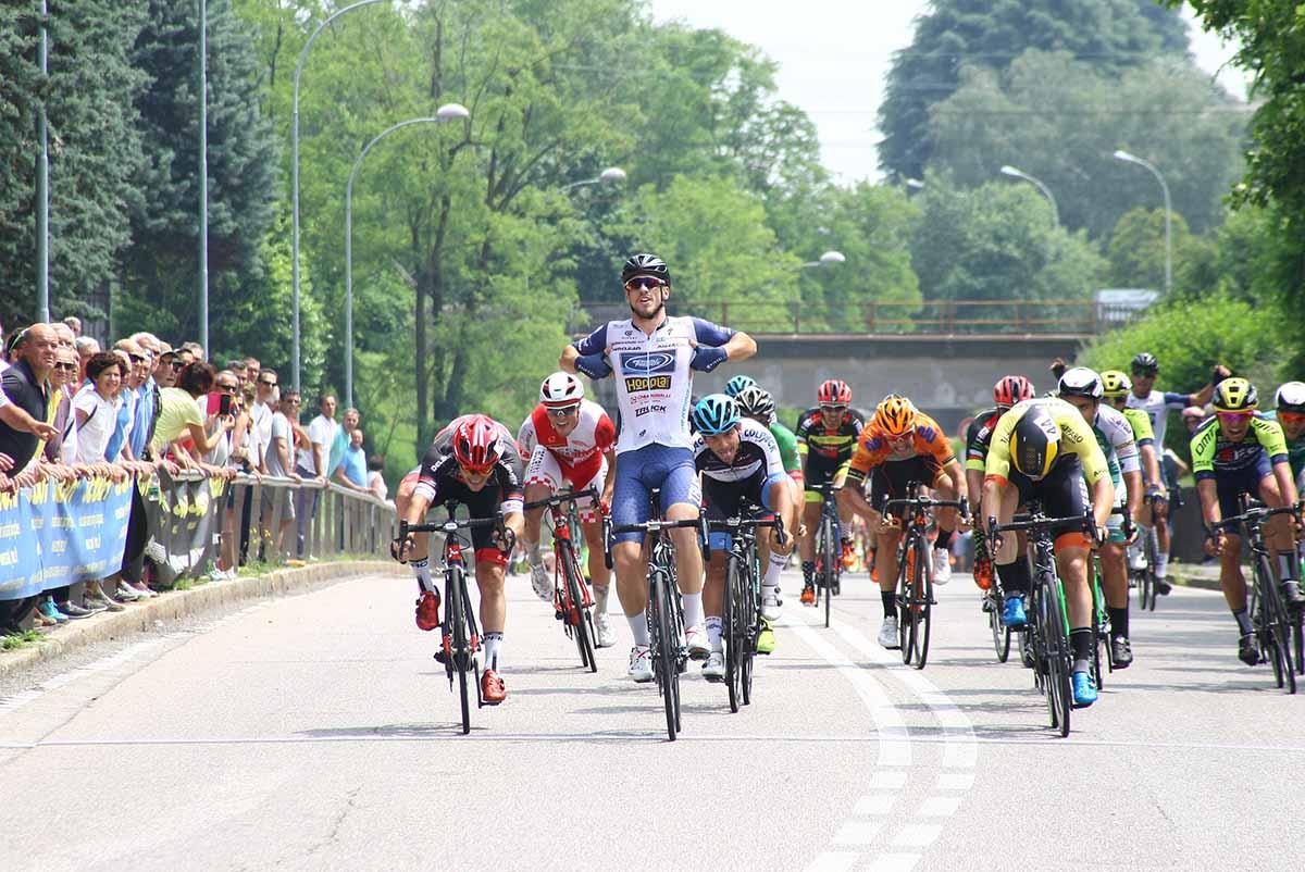 Leonardo Fedrigo vince la volata a Pregnana