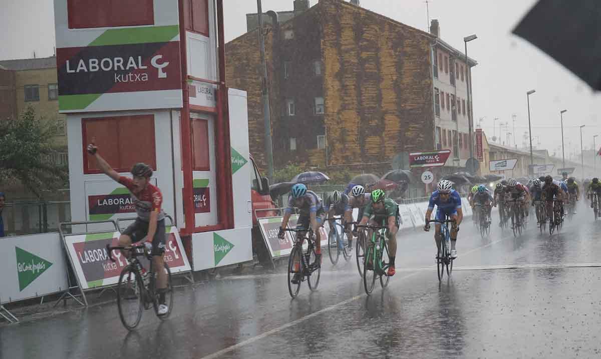 Aaron Van Poucke vince la seconda tappa della Vuelta a Navarra
