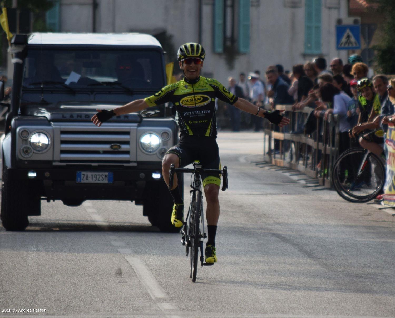 Riccardo Ciuccarelli vince a Spello