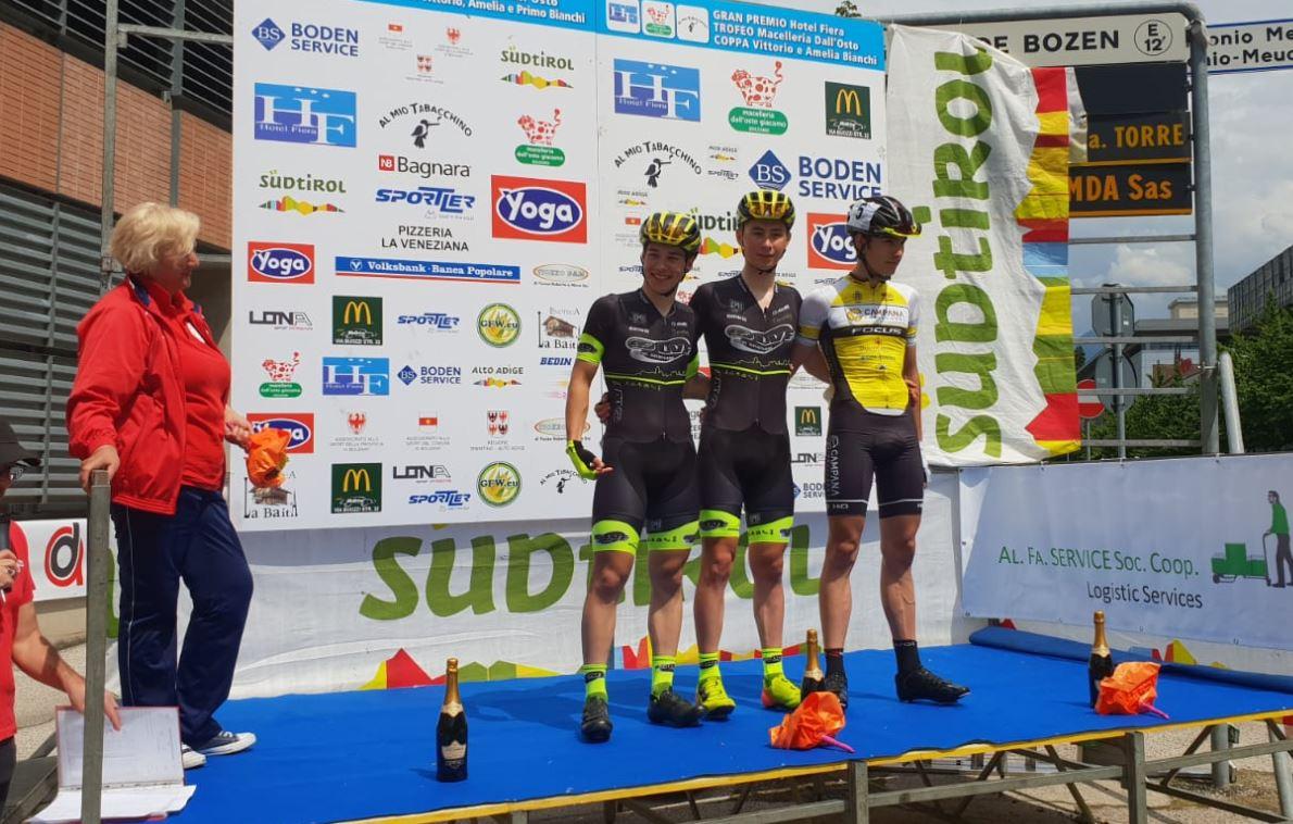Il podio della gara Juniores di Bolzano vinta da Lorenzo Salvetti