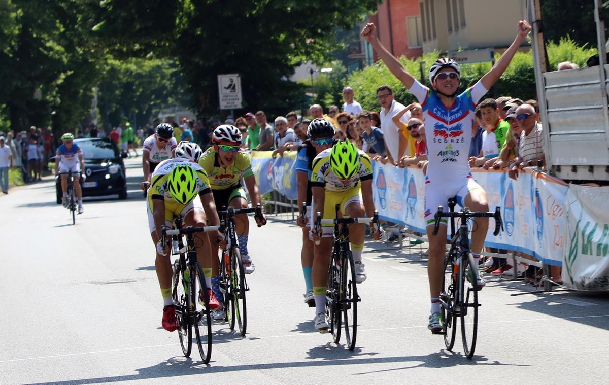 Andrea Busatto vince la volata di Zianigo