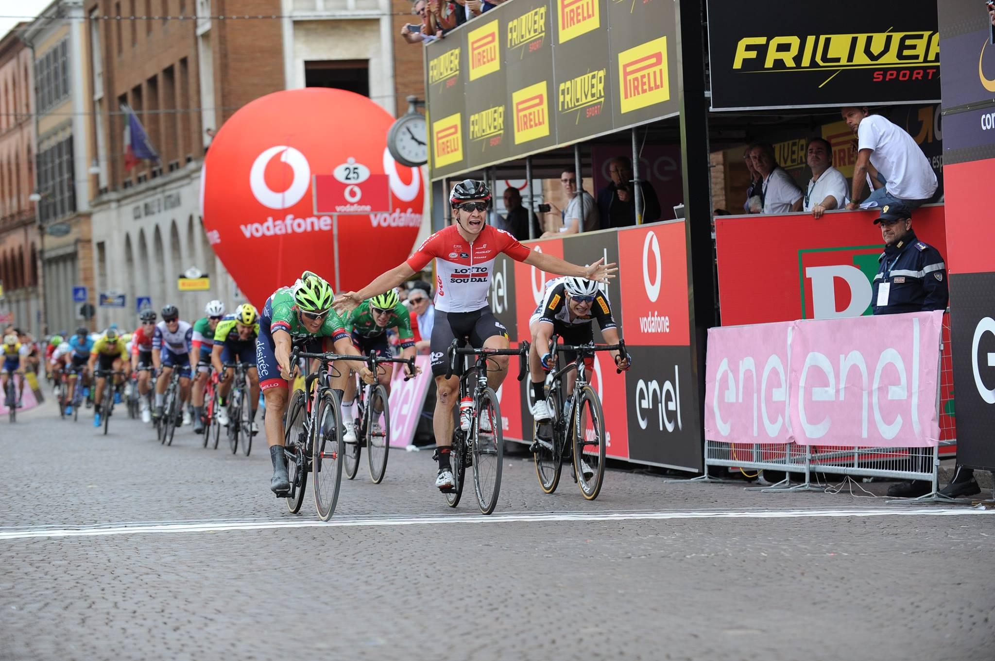 L'ultimo colpo di reni regala il successo a Giovanni Lonardi nella prima tappa del Giro d'Italia Under 23 2018