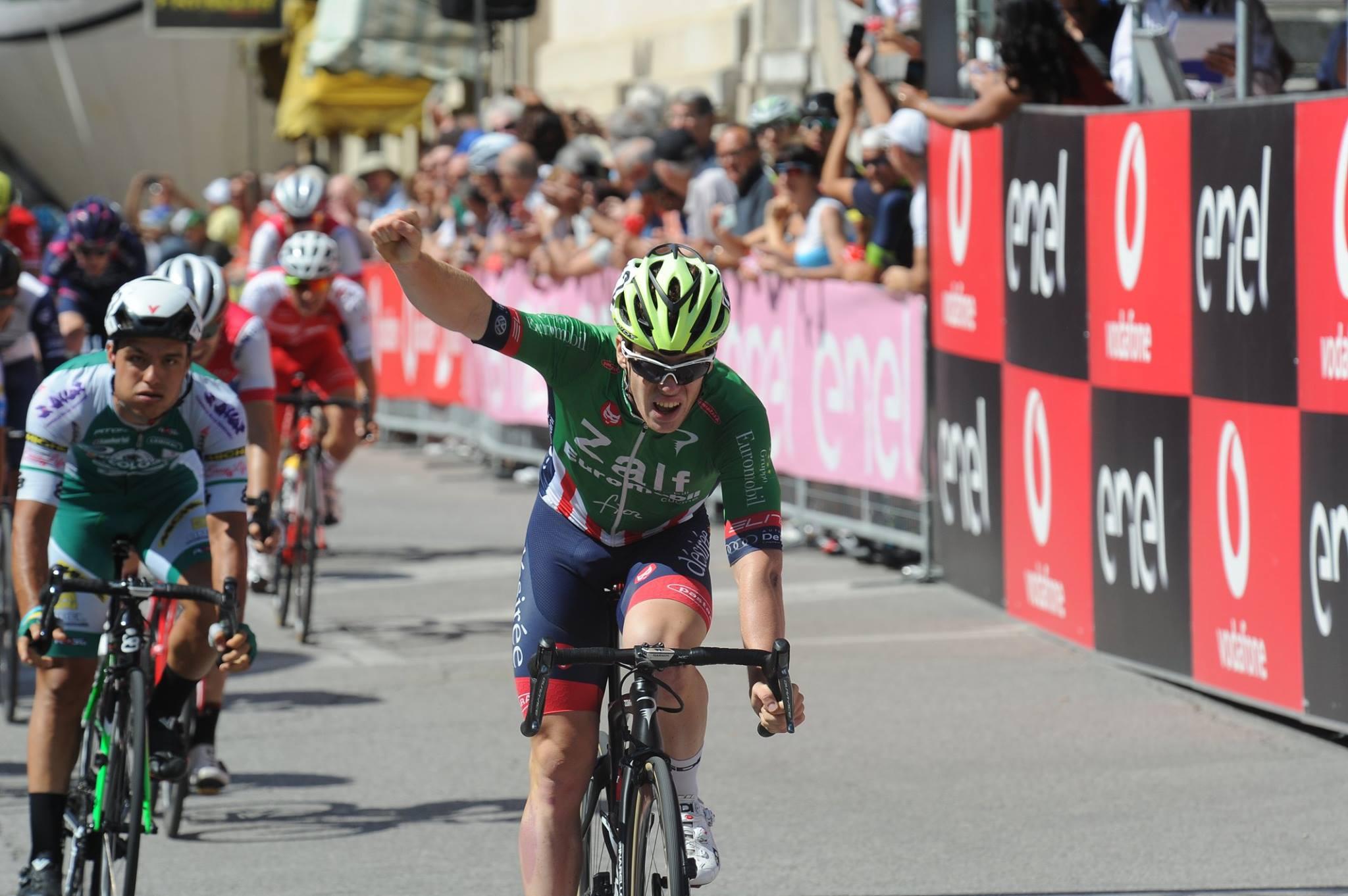 Alberto Dainese vince la prima semitappa della nona tappa del Giro d'Italia Under 23 a Valdobbiadene