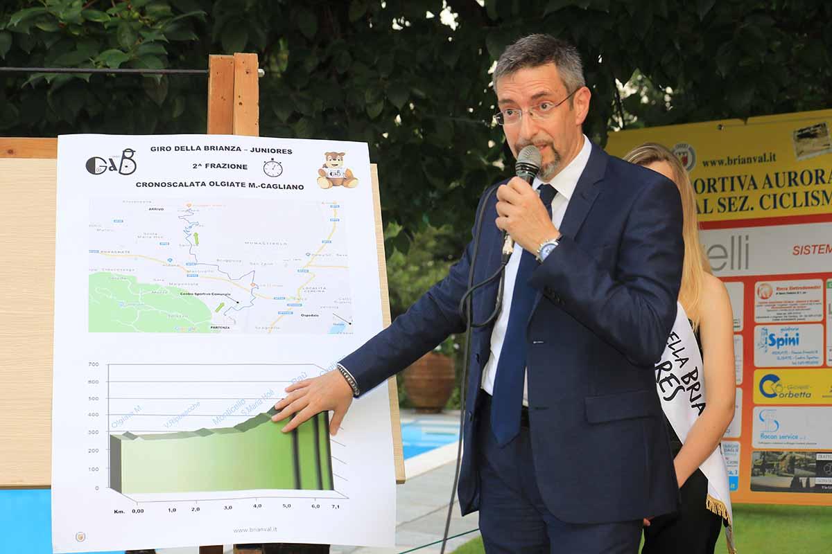 Il presidente Claudio Mavero spiega il percorso (foto Fabiano Ghilardi)
