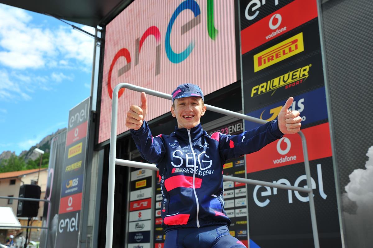 Williamsfesteggia la vittoria nella settima tappa del Giro d'Italia Under 23