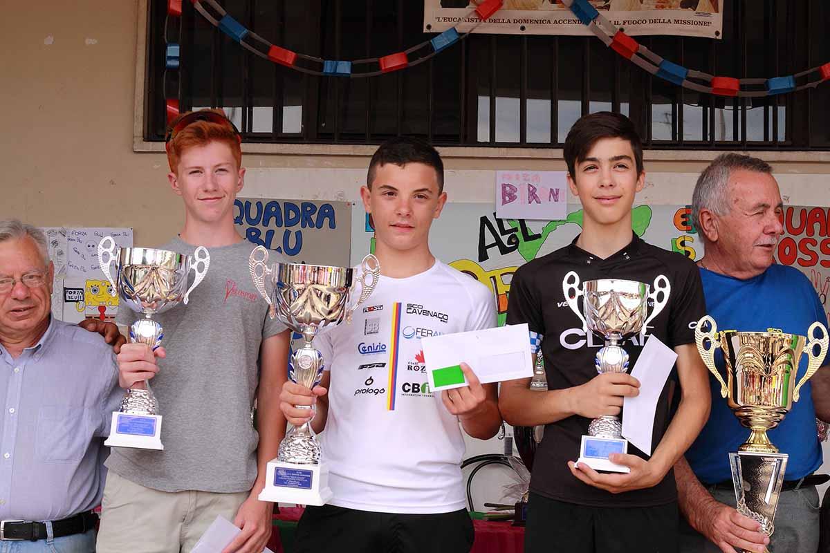 La premiazione di Daniel Vitale vincitore della gara Esordienti 1° anno di Giussano, il podio