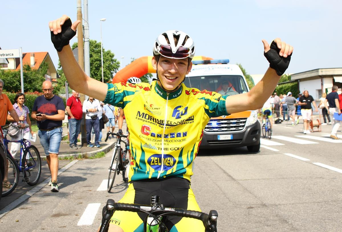 Michael Cattani festeggia la vittoria ad Inzago