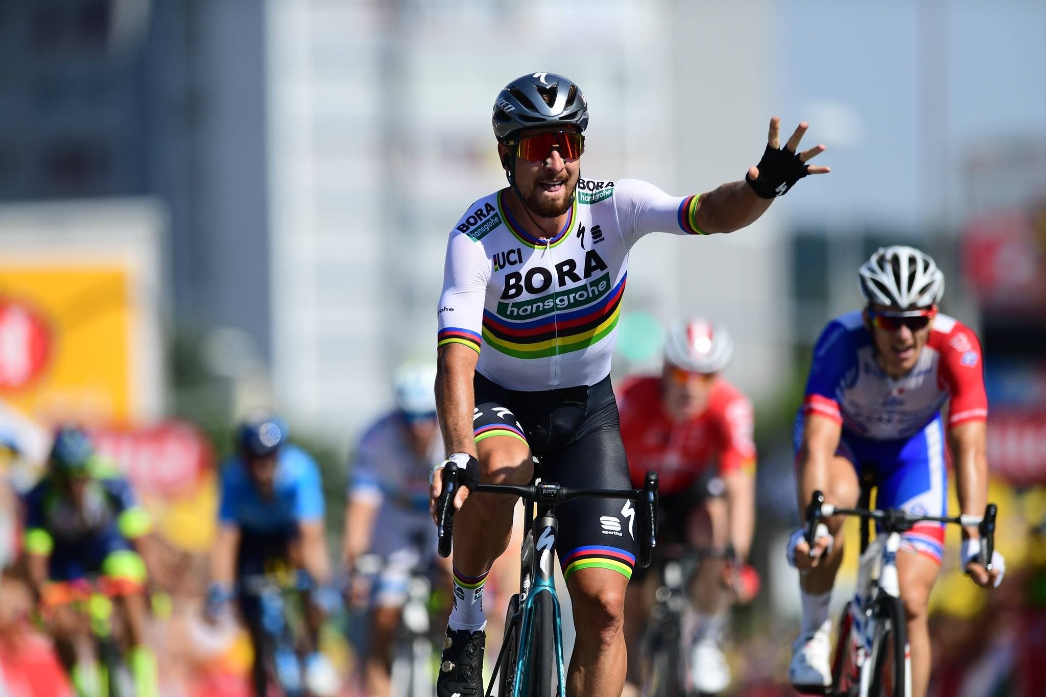 Peter Sagan vince la seconda tappa del Tour de France 2018