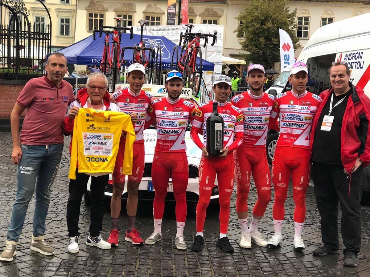 La Androni Sidermec festeggia la vittoria del Sibiu Tour 2018 con Ivan Sosa