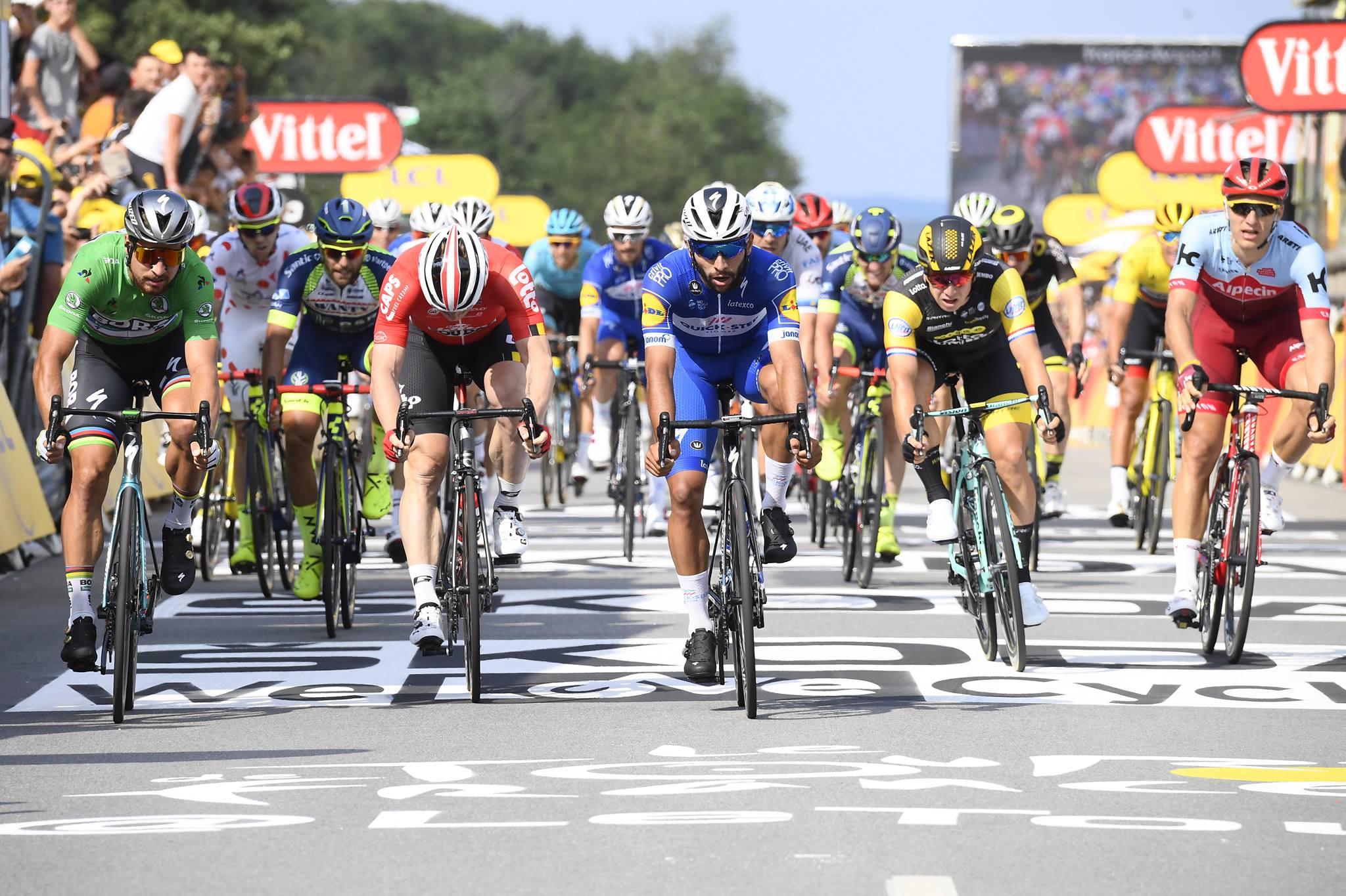 La volata della quarta tappa del Tour de France 2018 vinta da Fernando Gaviria