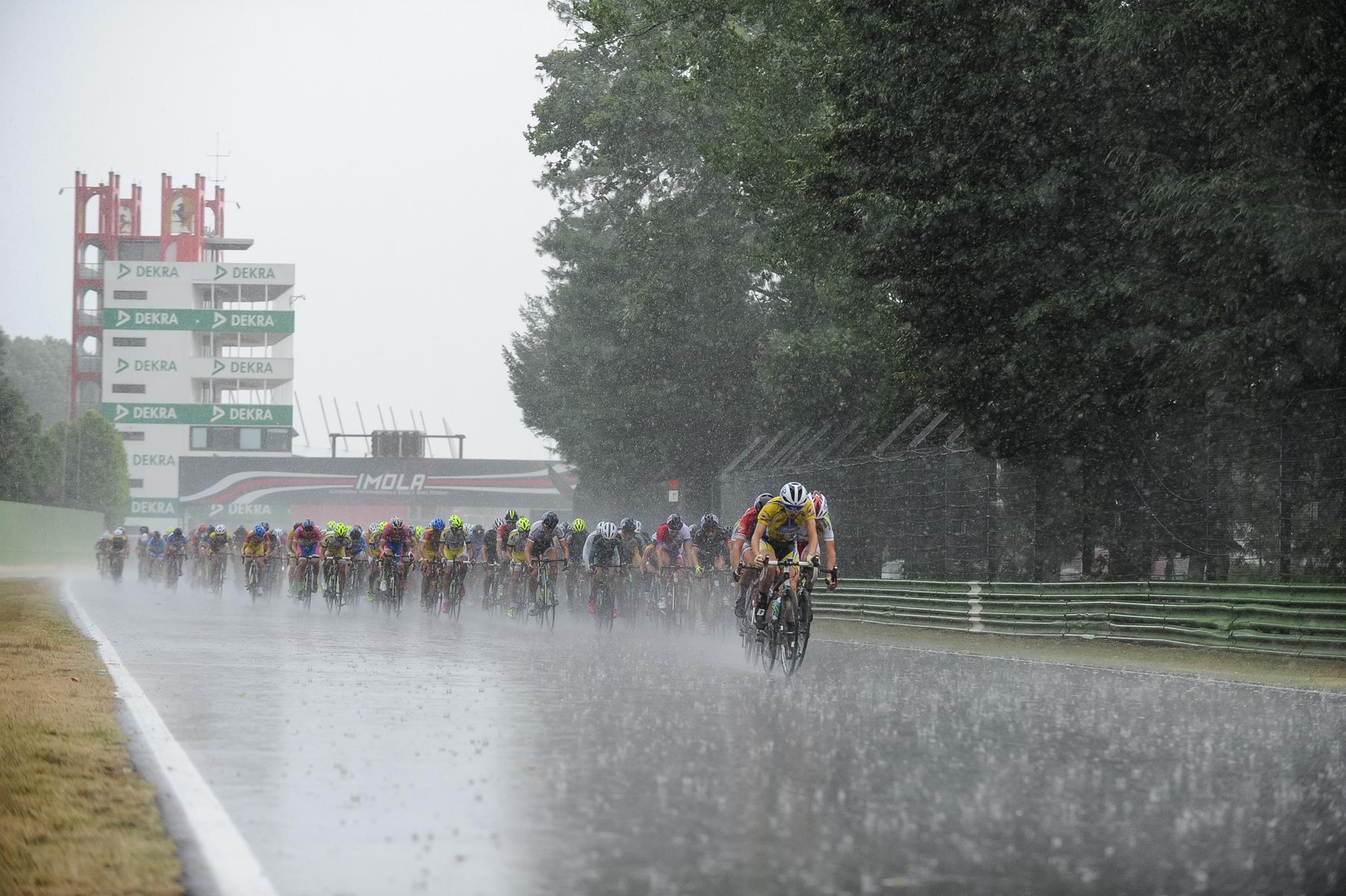 Uno dei passaggi sotto la pioggia all'Autodromo di Imola