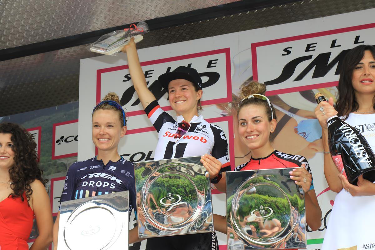 Il podio della quinta tappa del Giro Rosa a Omegna