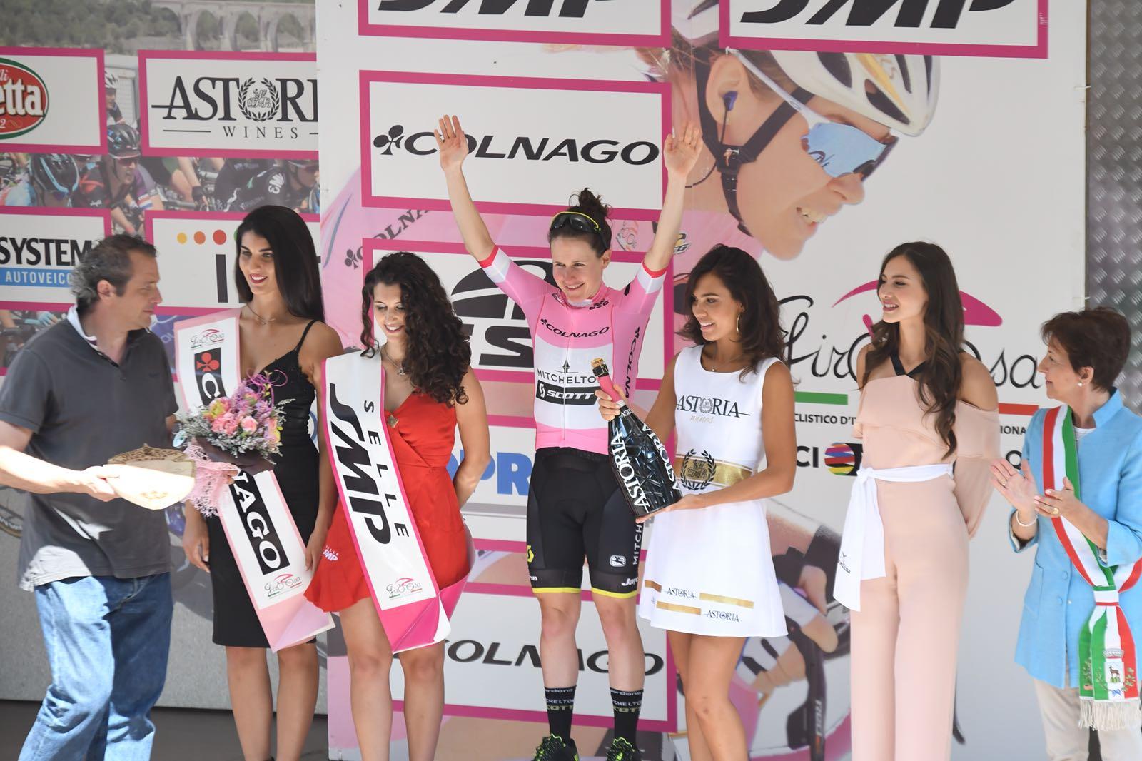 Amanda Spratt nuova maglia rosa dopo la sesta tappa del Giro Rosa 2018