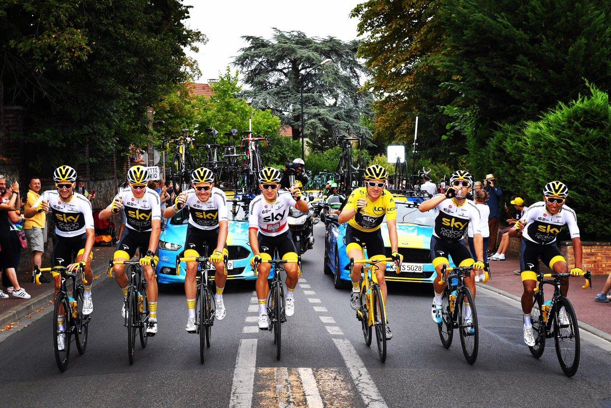 Festa del Team Sky per la maglia gialla di Geraint Thomas vincitore del Tour de France 2018