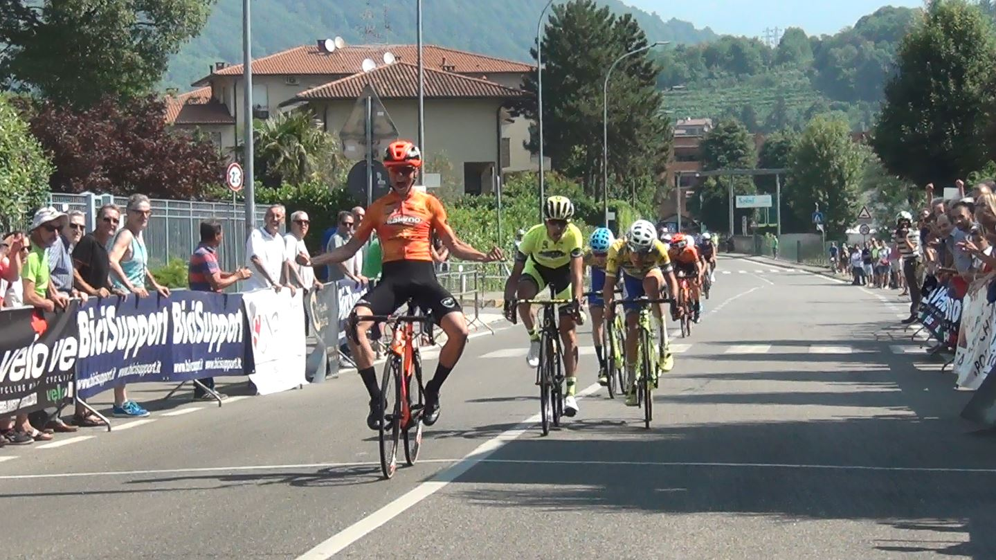 Francesco Carollo vince la prima prova del Giro della Brianza per Juniores ad Olgiate Molgora