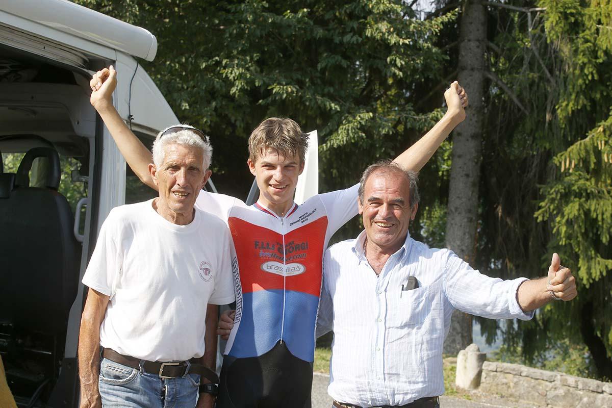 Mathias Vacek festeggia la vittoria alla Cene-Altino Allievi