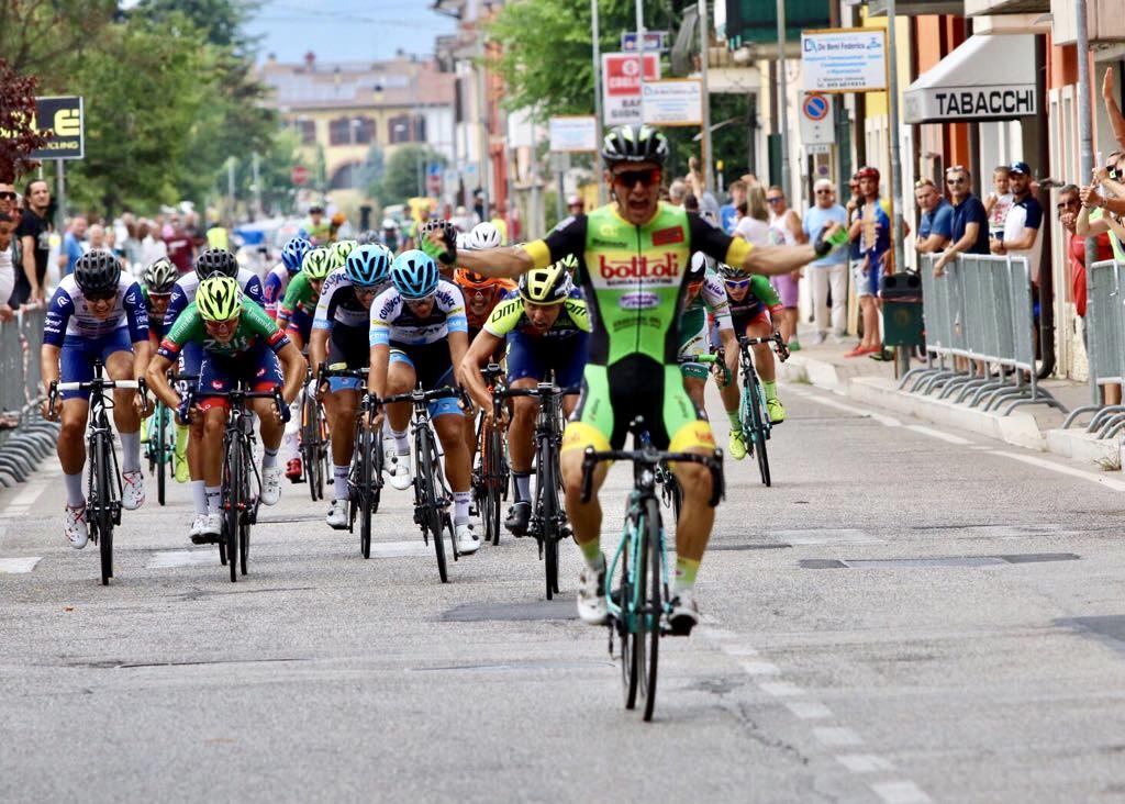 Cristian Rocchetta vince il Gp San Luigi a Caselle di Sommacampagna