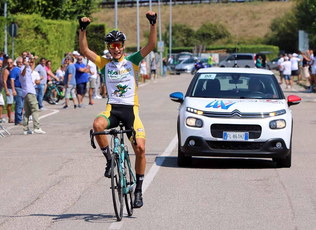 Matteo Montefiori vince la gara Allievi di Dossobuono