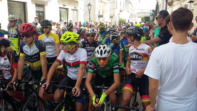 La partenza della gara Esordienti di Alberobello