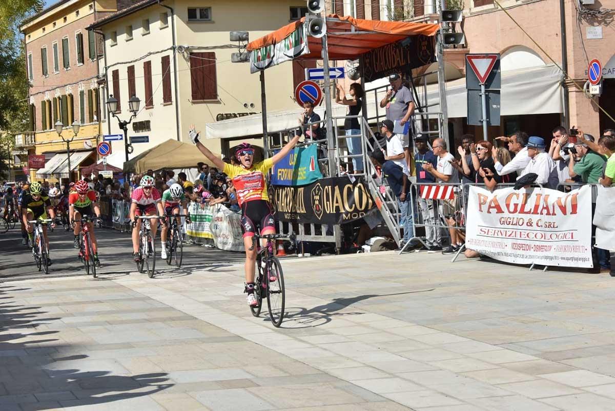 Giulia Raimondi vince la gara Donne Esordienti di Formigine