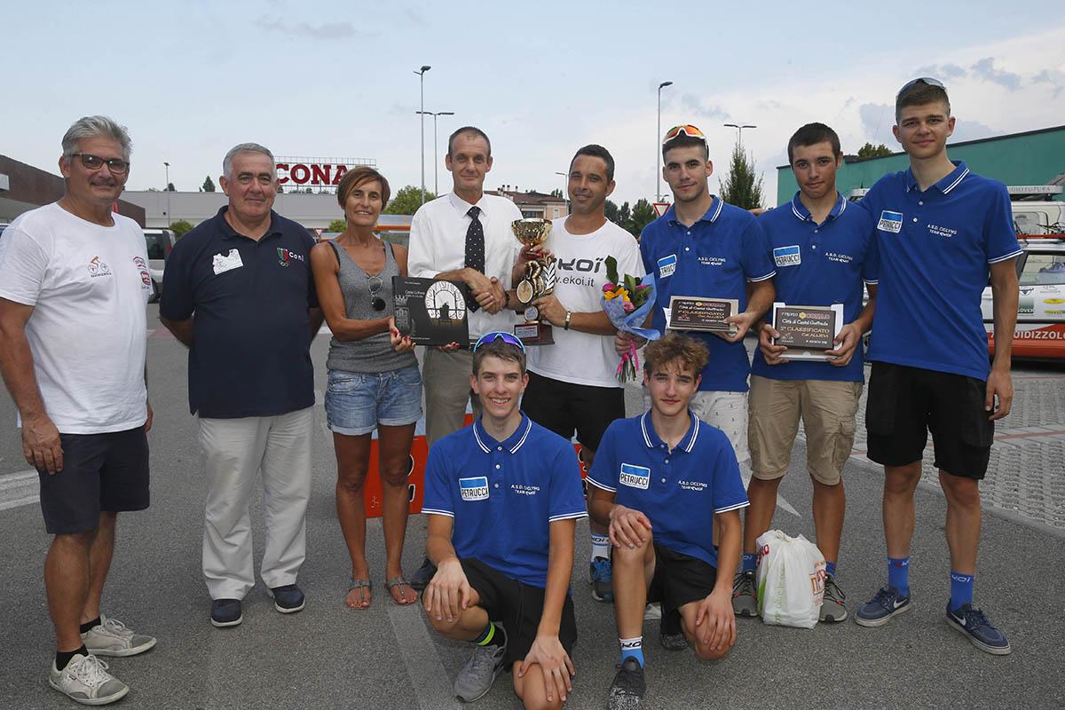 I ragazzi della Ekoi - Petrucci premiati a Castel Goffredo