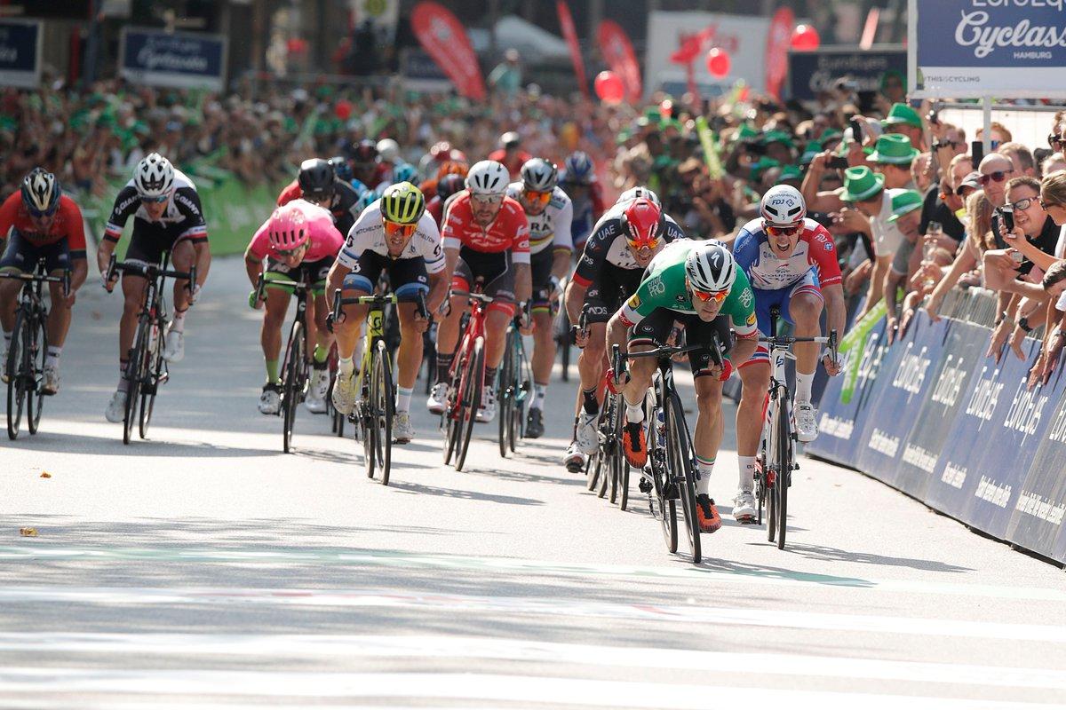 Elia Viviani vince per il secondo anno consecutivo la EuroEyes Cyclassics Hamburg