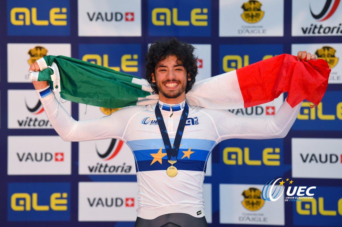 Samuele Manfredi festeggia la vittoria dell'Europeo dell'Inseguimento Juniores