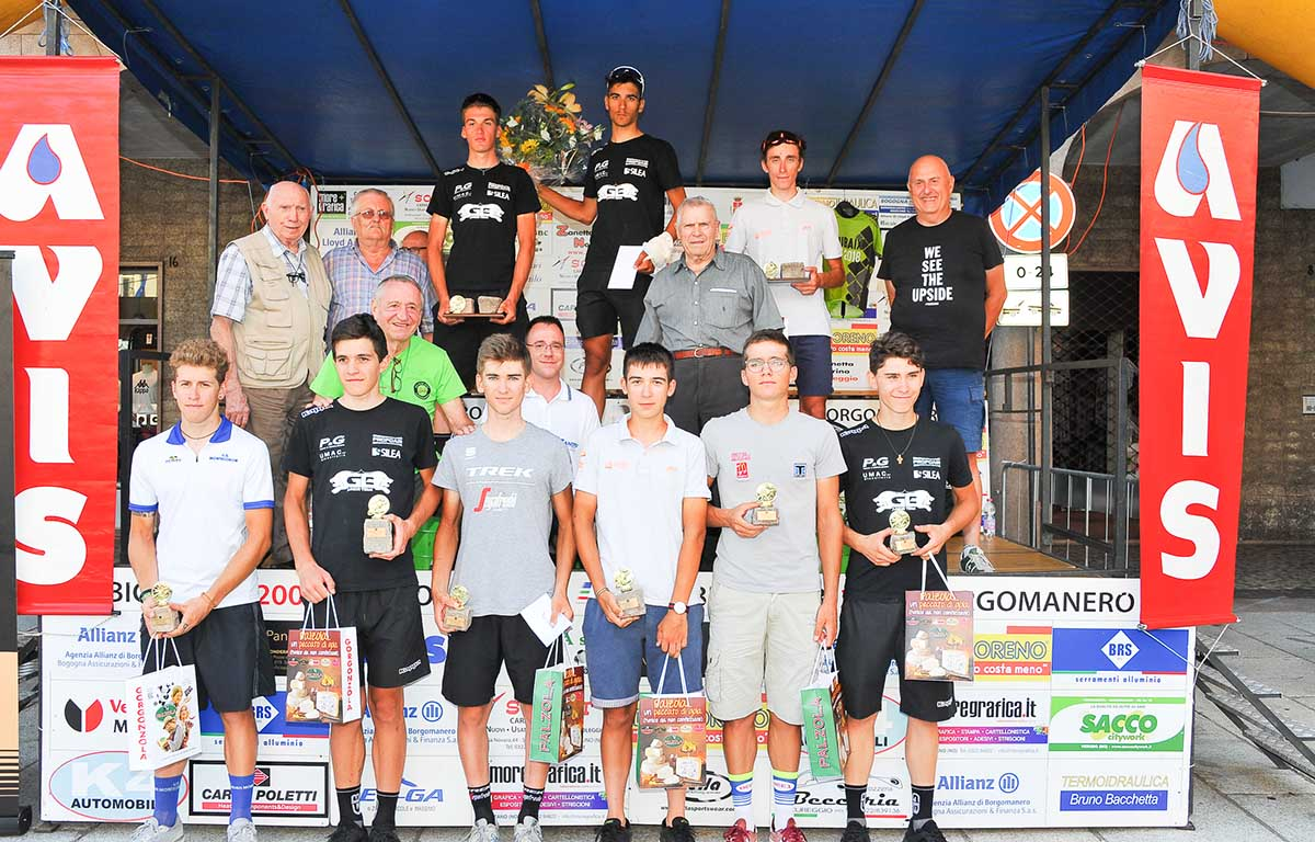 La premiazione della Piccola Roubaix Da Burbaneè aBorgomanero