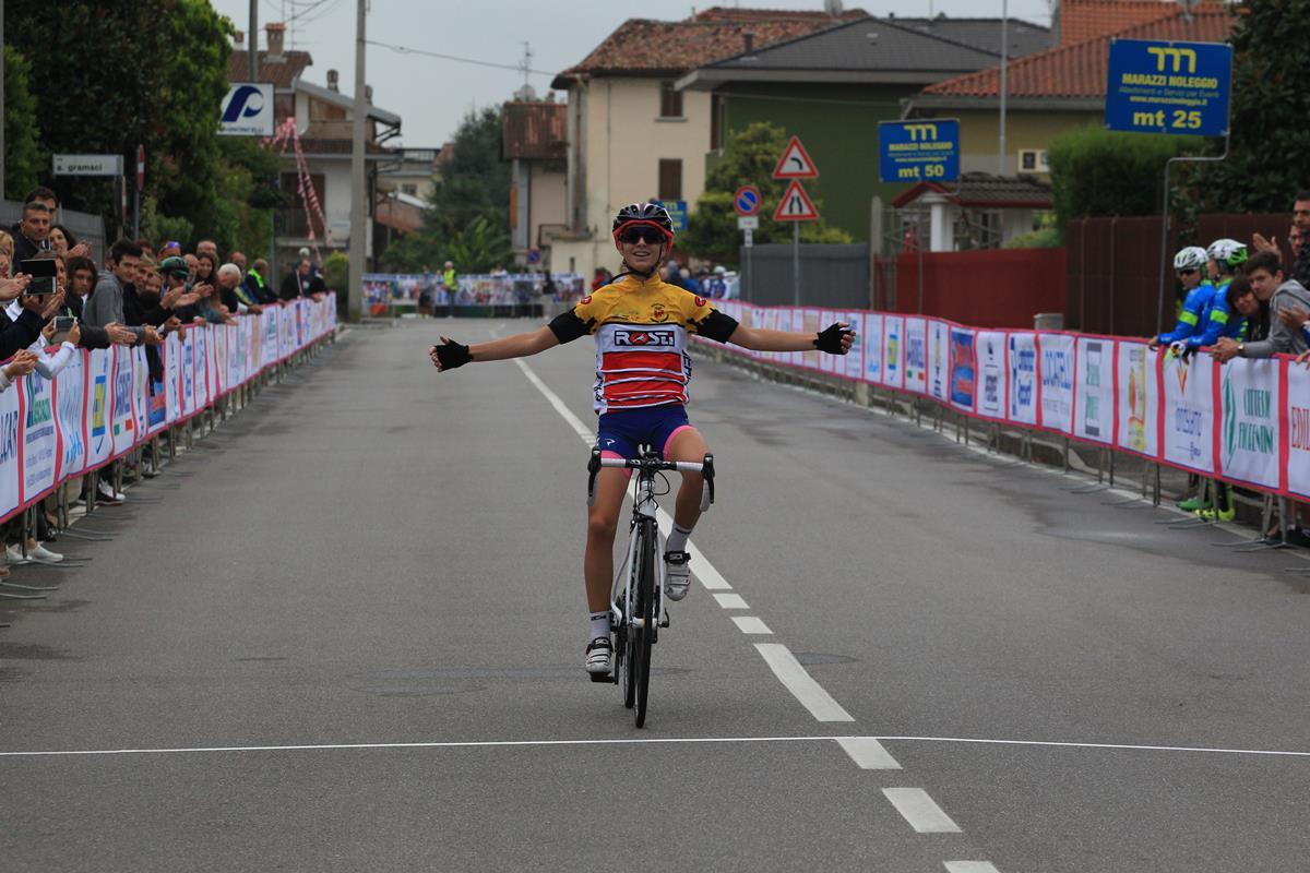 Francesca Pellegrini vince la gara Donne Esordienti di Bottanuco