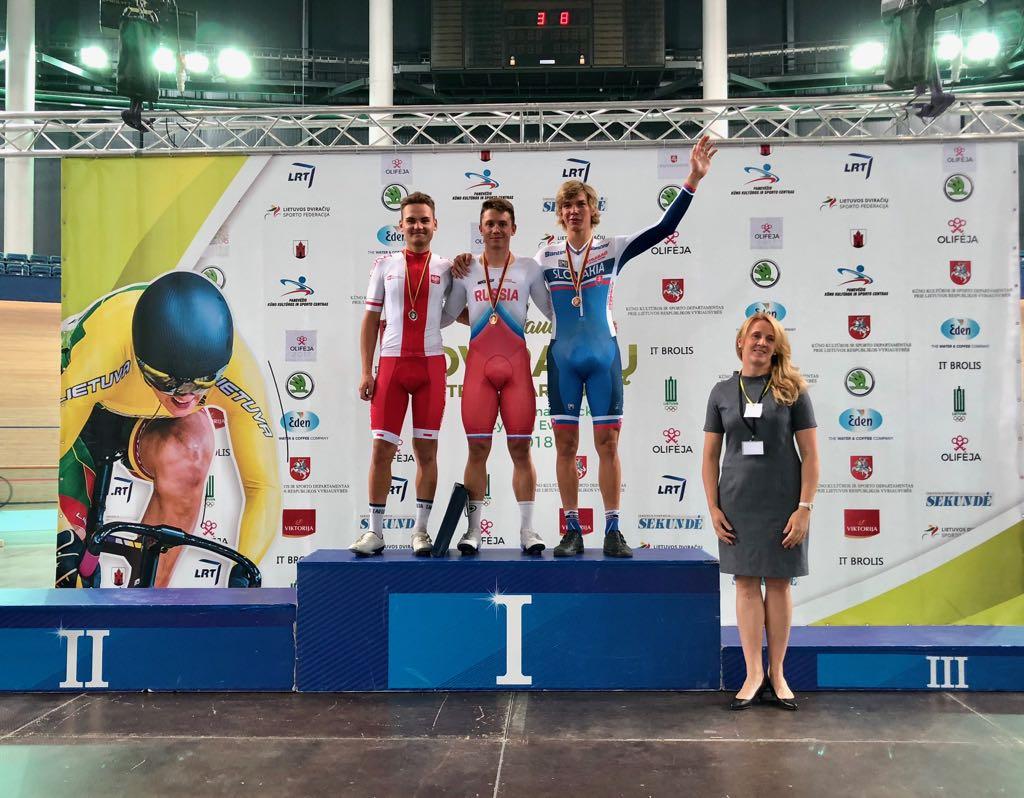 Sergei Rostovtsev sul gradino più alto del podio dello Scratch
