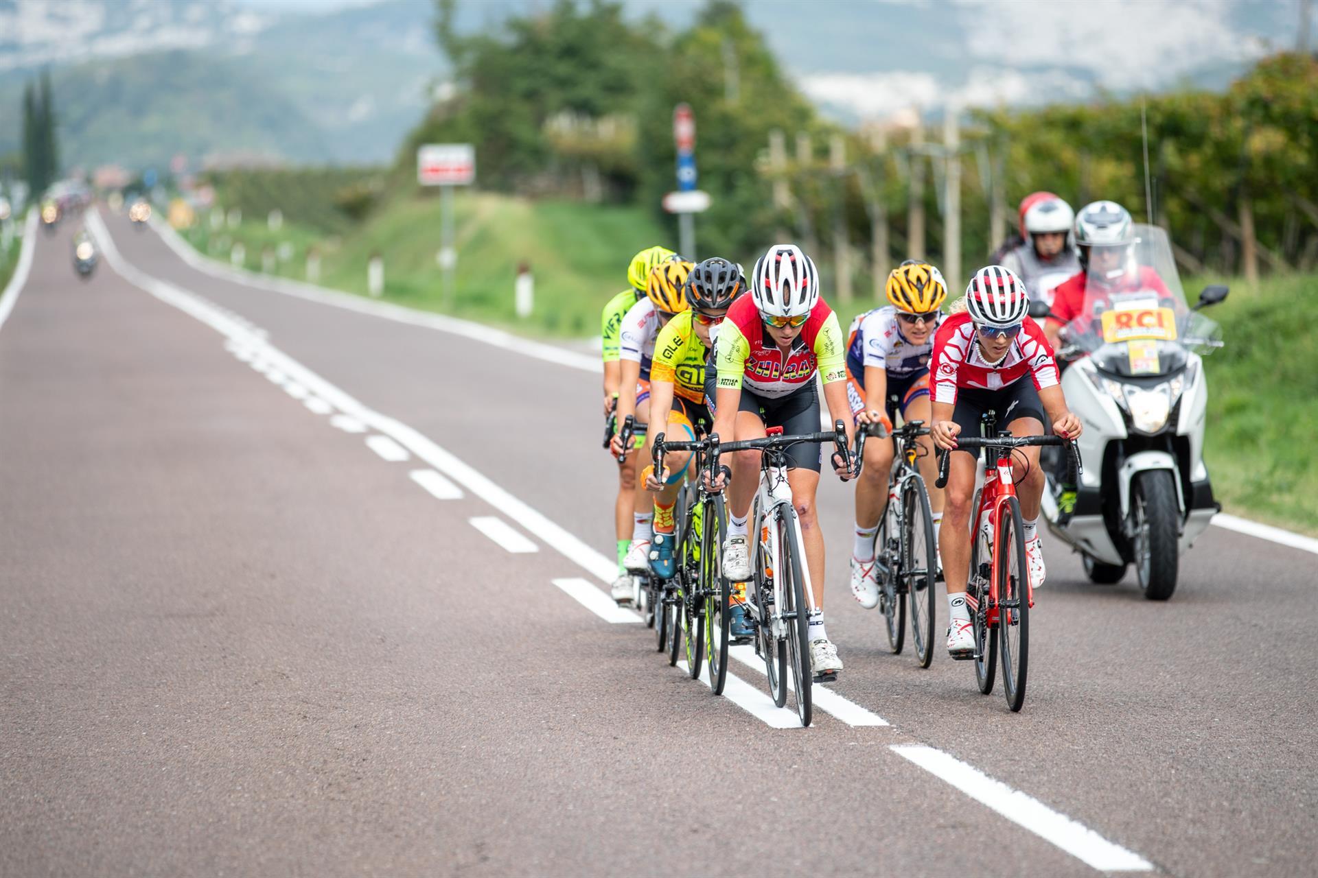 Il gruppo di sei atlete per lungo tempo al comando della corsa