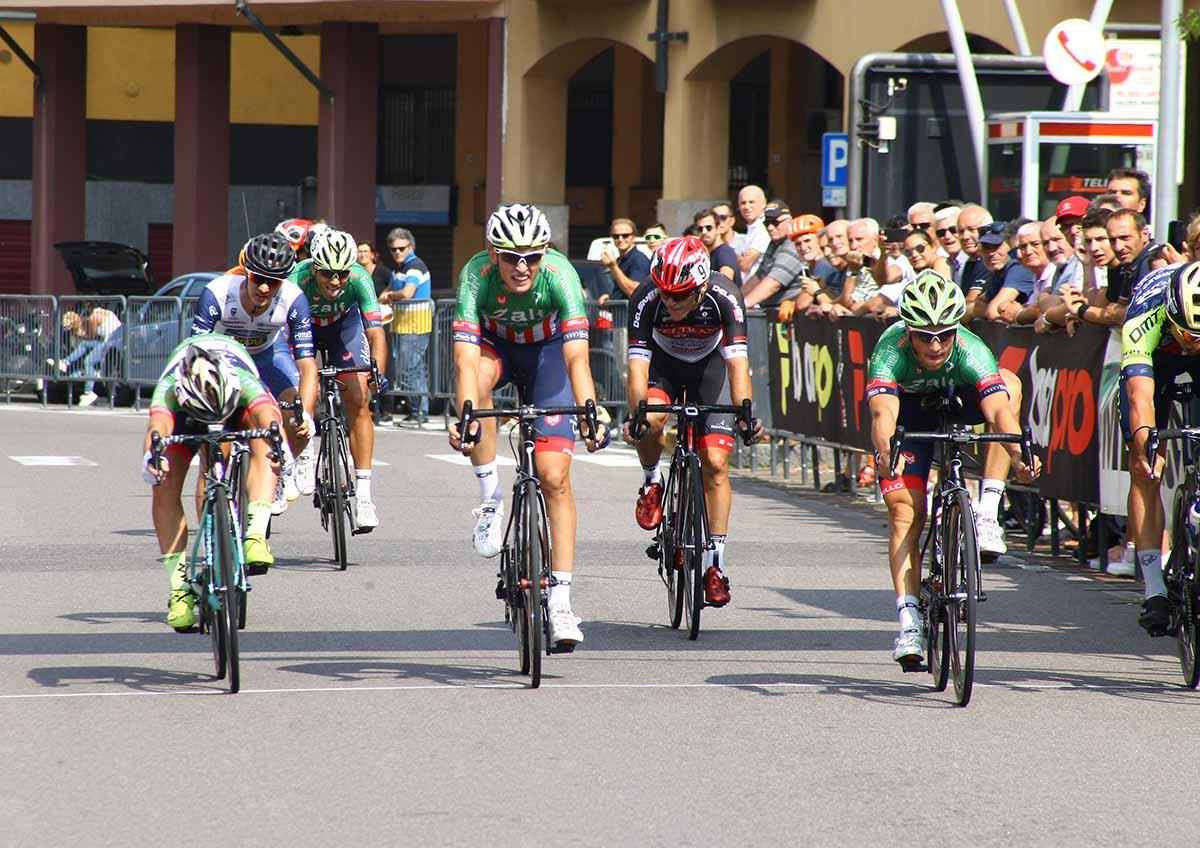 Giovanni Lonardi vince la volata a Parabiago
