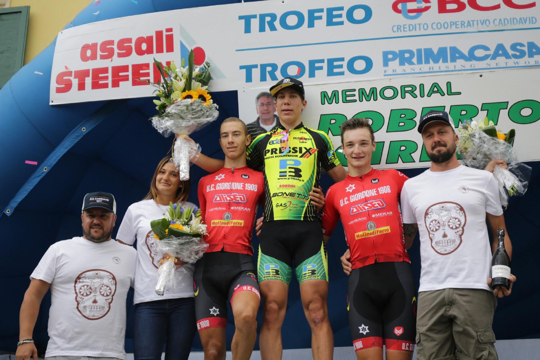 Il podio della gara Juniores di Cadidavid vinta da Tommaso Dalla Valle