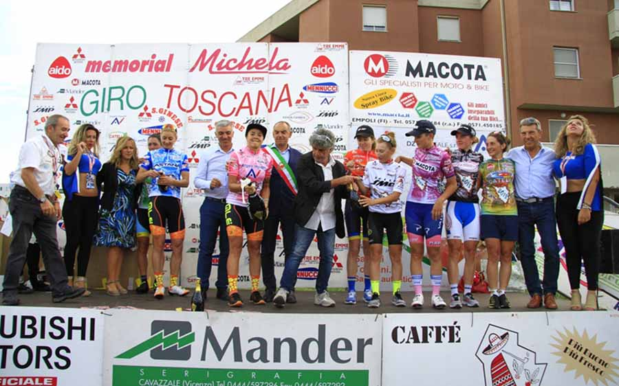 La premiazione finale con le maglie del Giro della Toscana Femminile 2018
