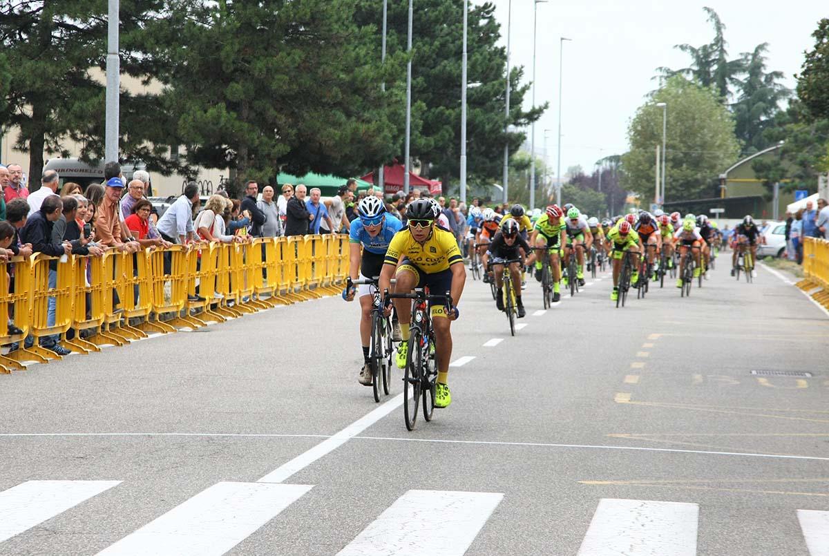 La volata del gruppo per il secondo posto vinta da Mirko Fontana