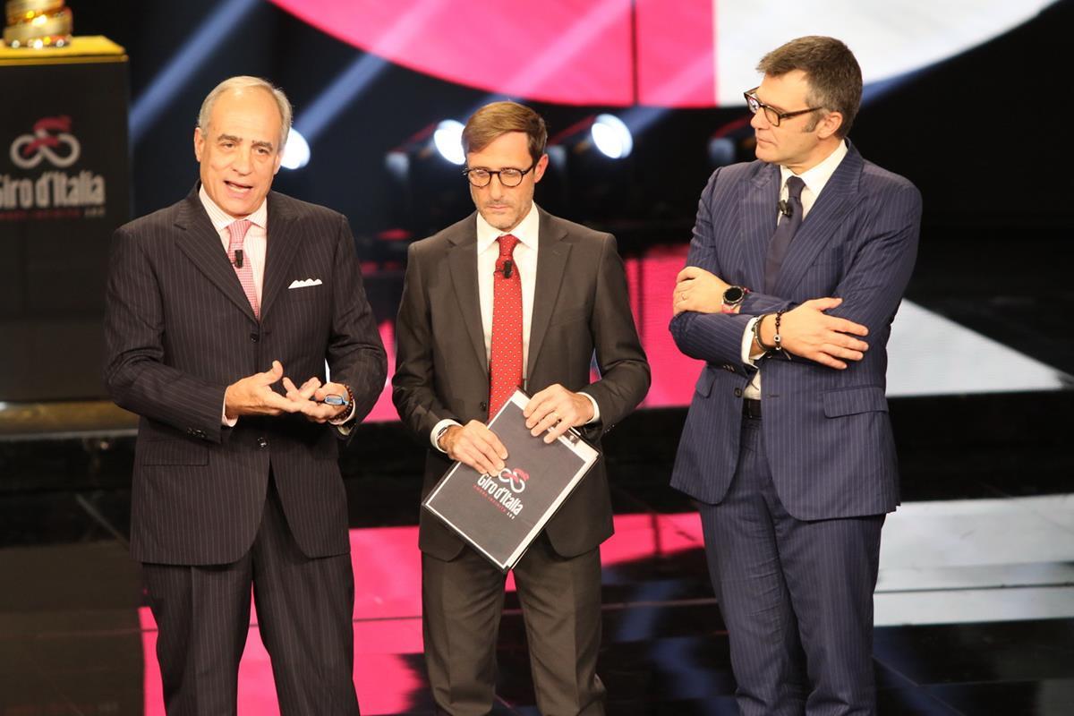 Da sinistra: Andrea Monti (direttore Gazzetta dello Sport), Alessandro Fabretti (conduttore Rai Sport), Paolo Bellino (Direttore Generale e Amministratore Delegato RCS Sport)