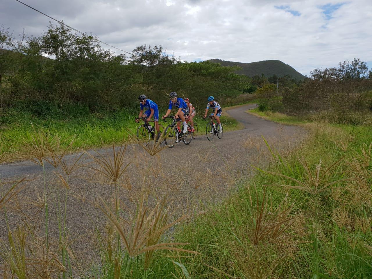 I ragazzi in allenamento sulle strade della Nuova Caledonia