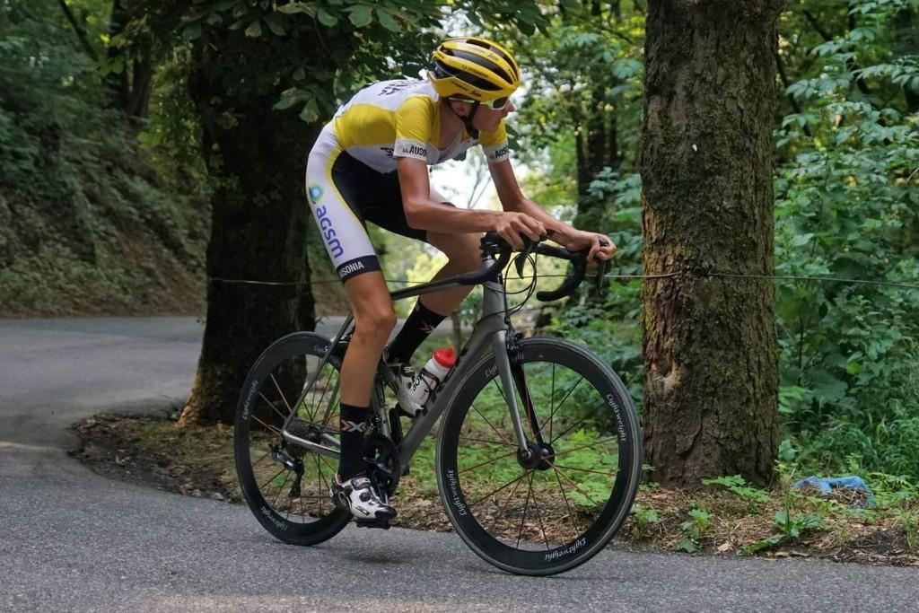 Simone Lucca in azione dutante la cronoscalata Cene-Altino